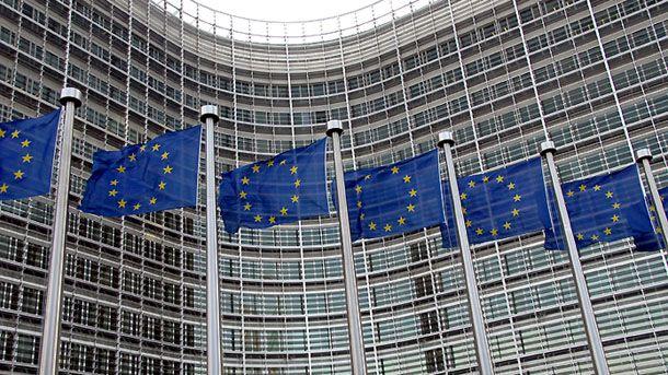 Drapeaux europeens devant le Berlaymont
