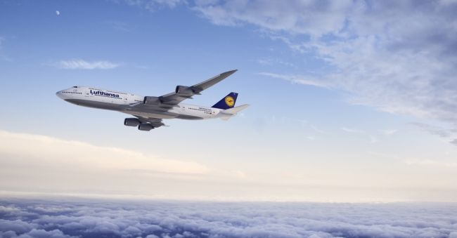 CGI: Air-to-air Motiv der Lufthansa 747-8 Intercontinental./CGI: air-to-air image of the Lufthansa 747-8 Intercontinental.