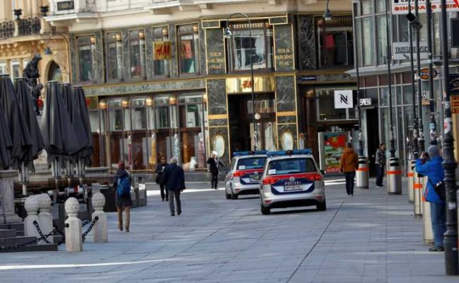 Police cars pass closed shops after the government closed shops and restaurants and asked people to stay at home amid the fears of coronavirus disease (COVID-19), in Vienna, Austria March 16, 2020.   REUTERS/Leonhard Foeger